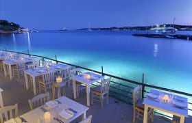 Where to eat with your feet in the water in Athens in September