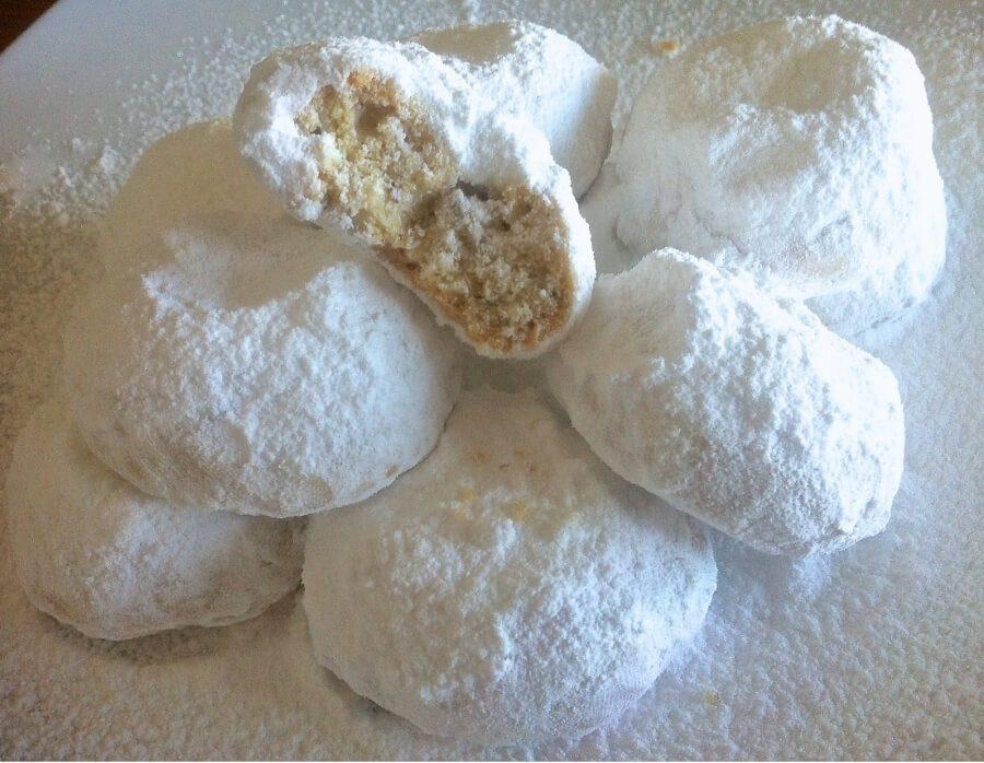 Kourabiedes: Christma's almond snow balls