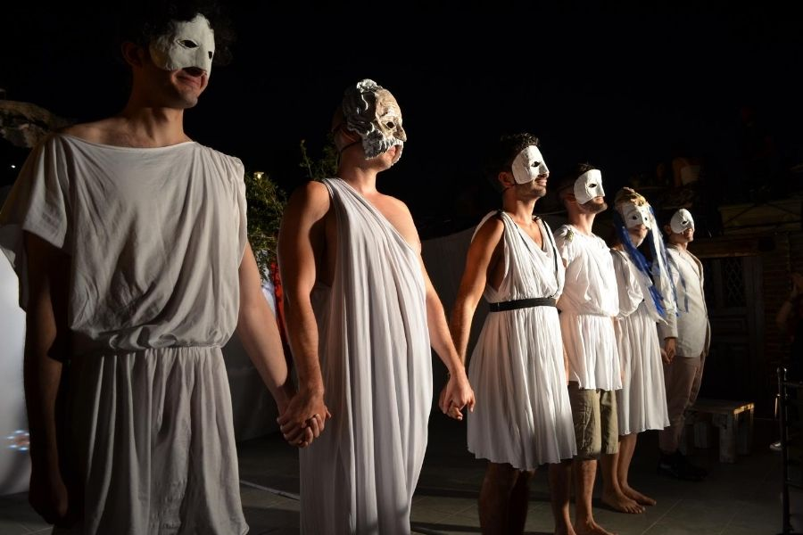 Come Watch A Unique, Funny And Touching Play Right Under The Acropolis