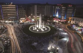 A Tale of two squares: OMONIA and SYNTAGMA